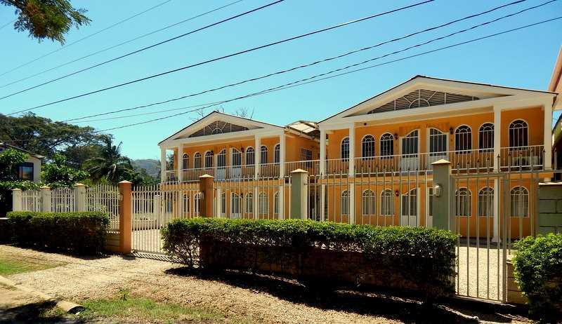 Remax real estate, Costa Rica, Playa del Coco, Beach Apartment Casa Marina