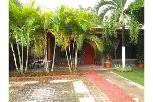 Remax real estate, Costa Rica, Jaco, 3 BEDROOM HOUSE, GATED, WALKING DISTANCE TO ALL...