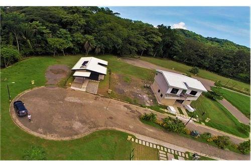 Remax real estate, Costa Rica, Punta Leona, El Bambu New Construction