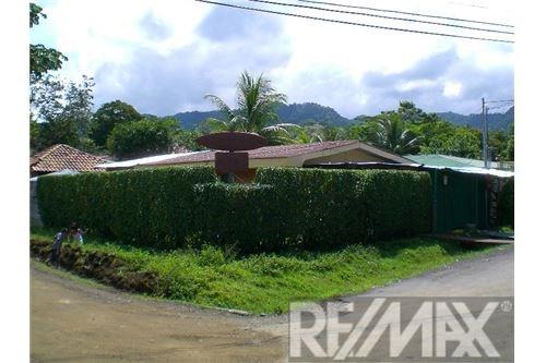 Remax real estate, Costa Rica, Jaco, Corner House in Central Jaco