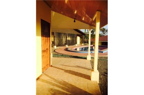 Remax real estate, Costa Rica, Bajamar, BEAUTIFUL SECLUDED COUNTRY HOUSE WITH A POOL