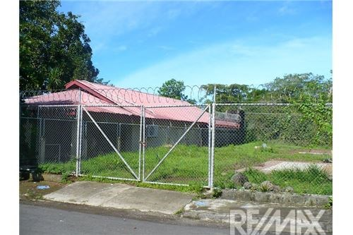 Remax real estate, Costa Rica, Jaco, Lot with house close to the beach in Jacó