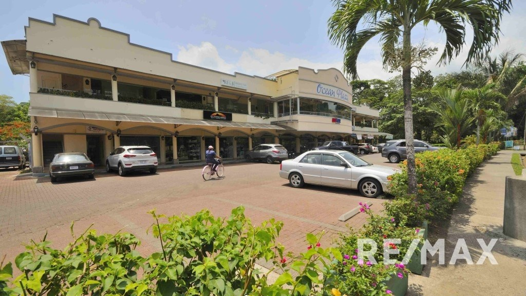 Remax real estate, Costa Rica, Herradura, Herradura Ocean Plaza Commercial Center