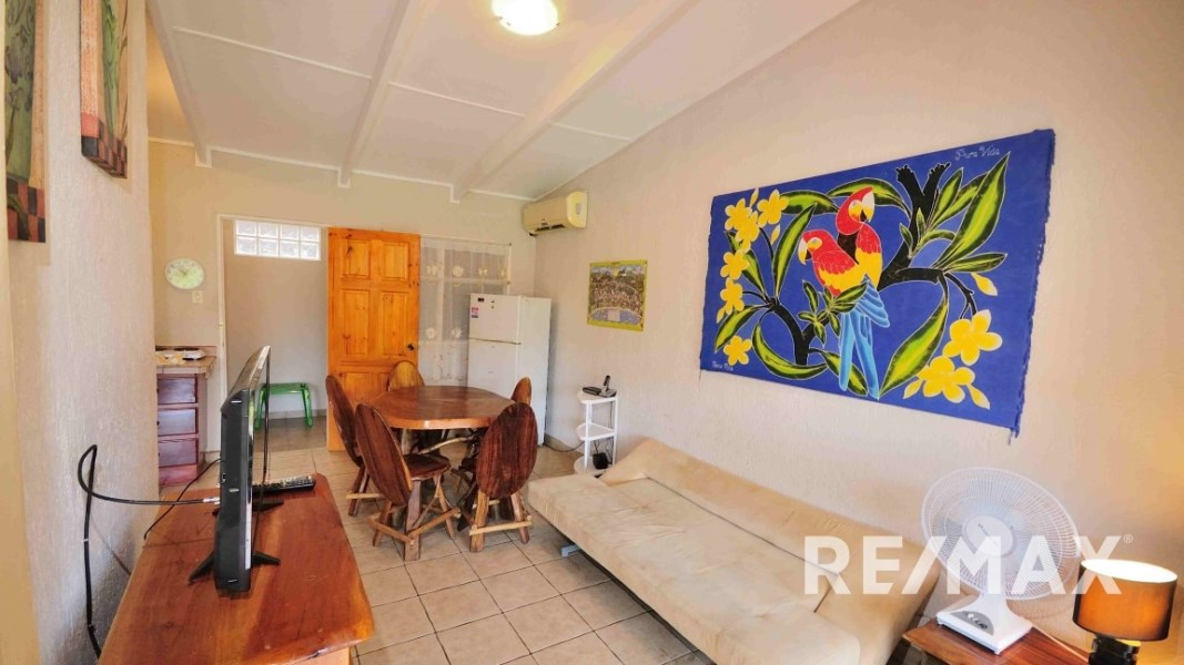 Remax real estate, Costa Rica, Jaco, Paradise Condo B40 Walk to the Beach