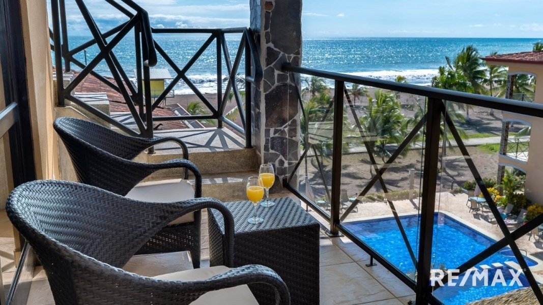 Remax real estate, Costa Rica, Jaco, BAHIA ENCANTADA J4  BEACH FRONT ROOFTOP TERRACE