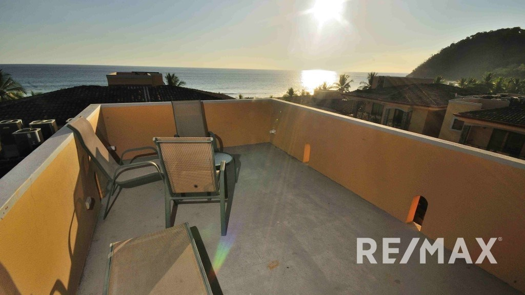 Remax real estate, Costa Rica, Jaco, BAHIA ENCANTADA penthouse w/roof top terrace
