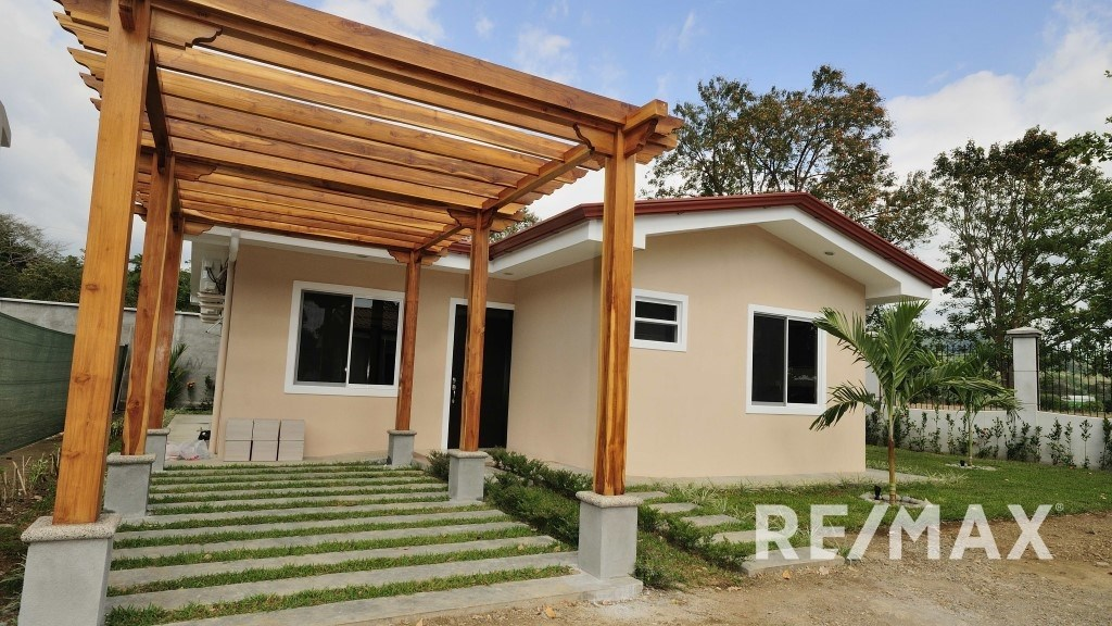 Remax real estate, Costa Rica, Jaco, Brand New Modern House 800 meters from the ocean