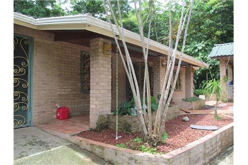 Remax real estate, Costa Rica, Pueblo Nuevo, Private Pueblo Nuevo House with land the spare