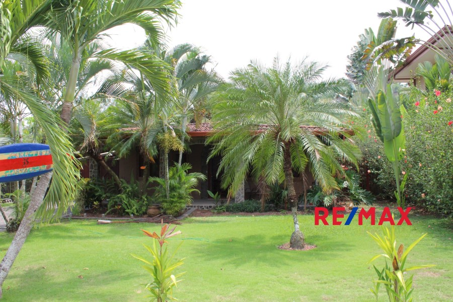 Remax real estate, Costa Rica, Hermosa Beach, Gated community home with guest house