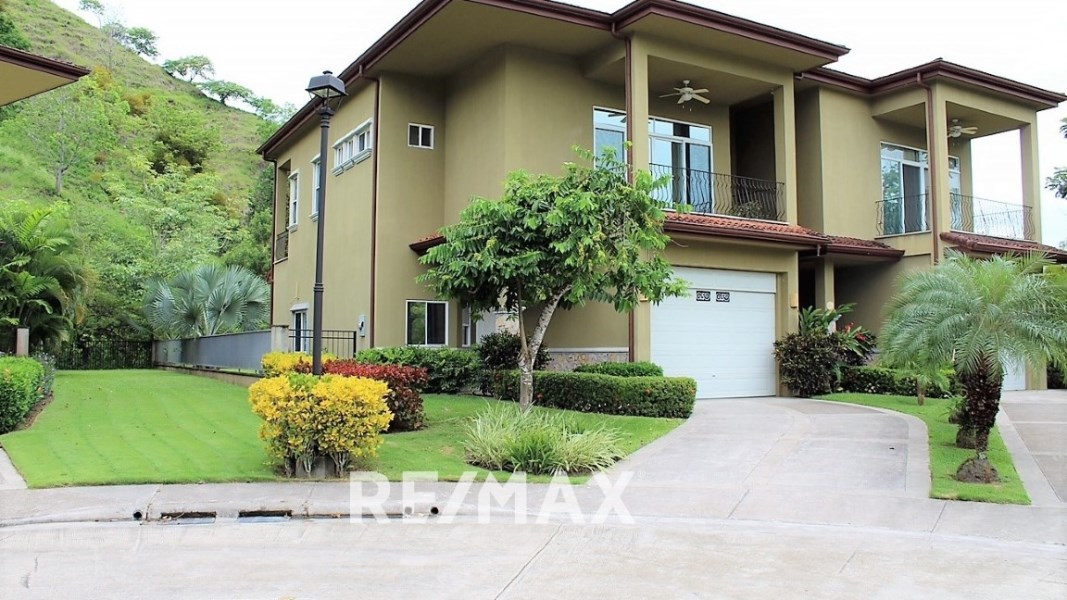 Remax real estate, Costa Rica, Herradura, Corner Lot large American style home
