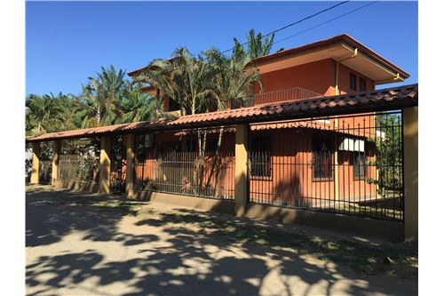 Remax real estate, Costa Rica, Parrita, 4br home in fast growing town of Parrita