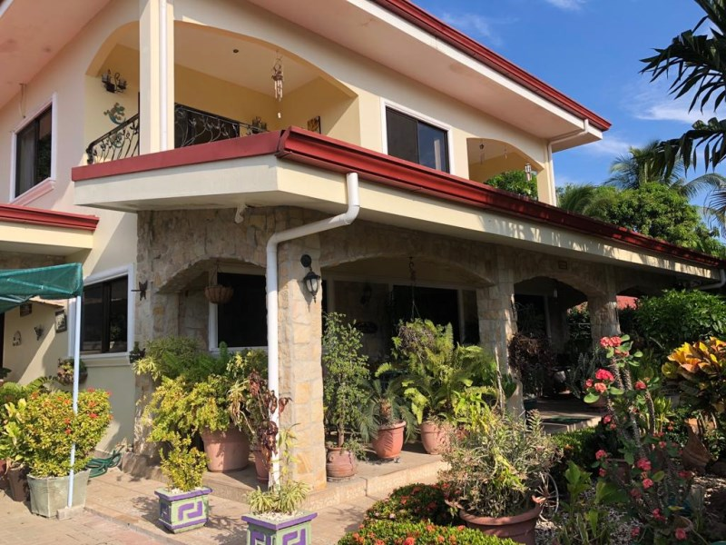 Remax real estate, Costa Rica, Jaco, High end luxury 4 bedroom house in the middle of Jaco