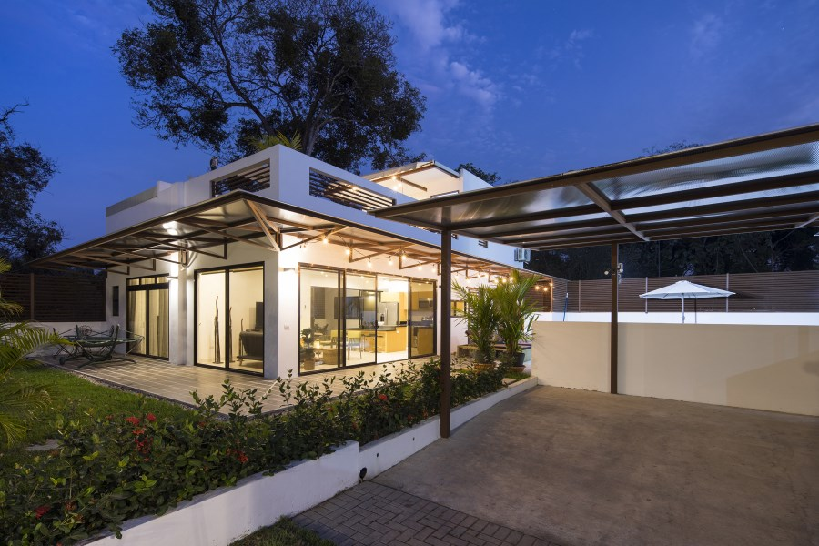Remax real estate, Costa Rica, Bejuco, Contemporary 3 bedroom house walking distance to the beach, Playa Bejuco