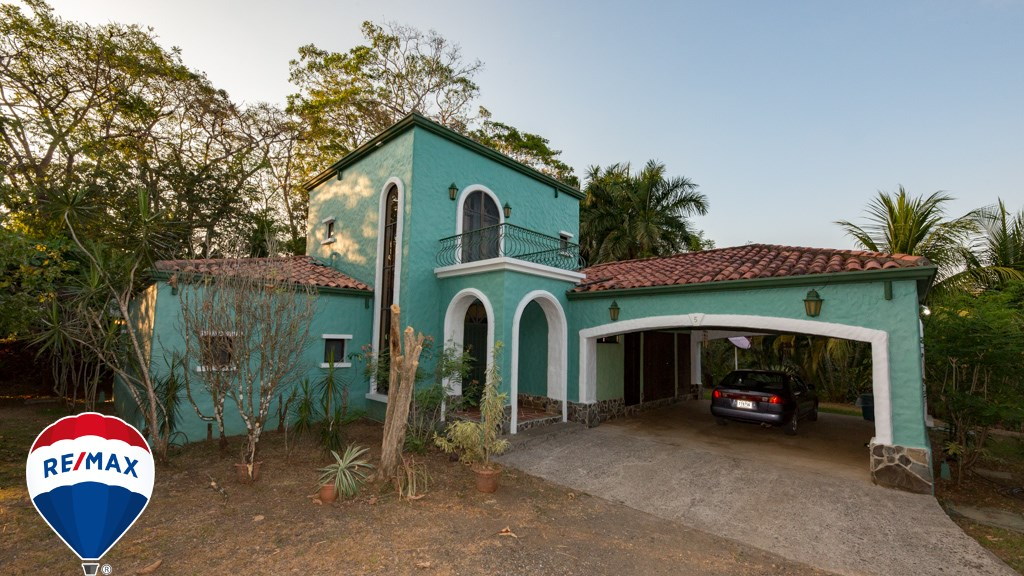 Remax real estate, Costa Rica, Esterillos, Rancho Monterey Home on an Acre Hilltop