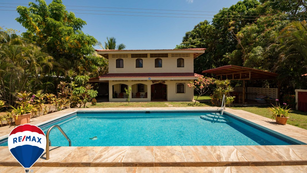 Remax real estate, Costa Rica, Esterillos, Beach front house for sale Esterillos Oeste Costa Rica | Large lot | Swimming Pool