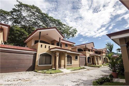 Remax real estate, Costa Rica, Jaco, FIRESALE! New 4 bdrm Home, w.Private access to beach