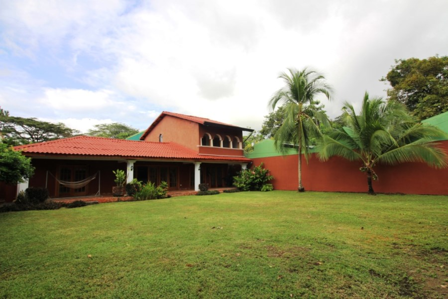 Remax real estate, Costa Rica, Jaco, BEAUTIFUL Jaco Beach Home in Quiet Location with huge yard.