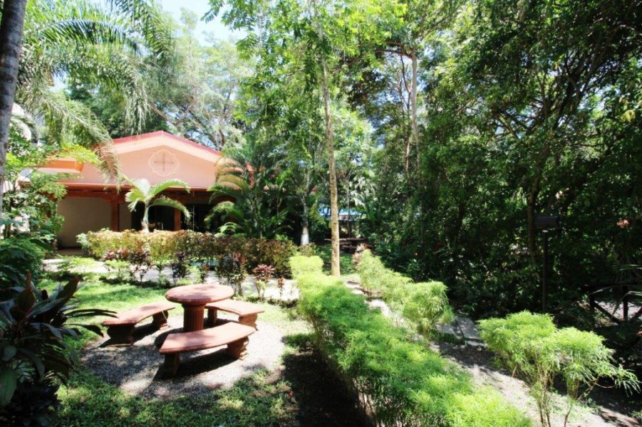 Remax real estate, Costa Rica, Jaco, Jaco Casita, Private Trail to Beach, located in Gated Community w. pool