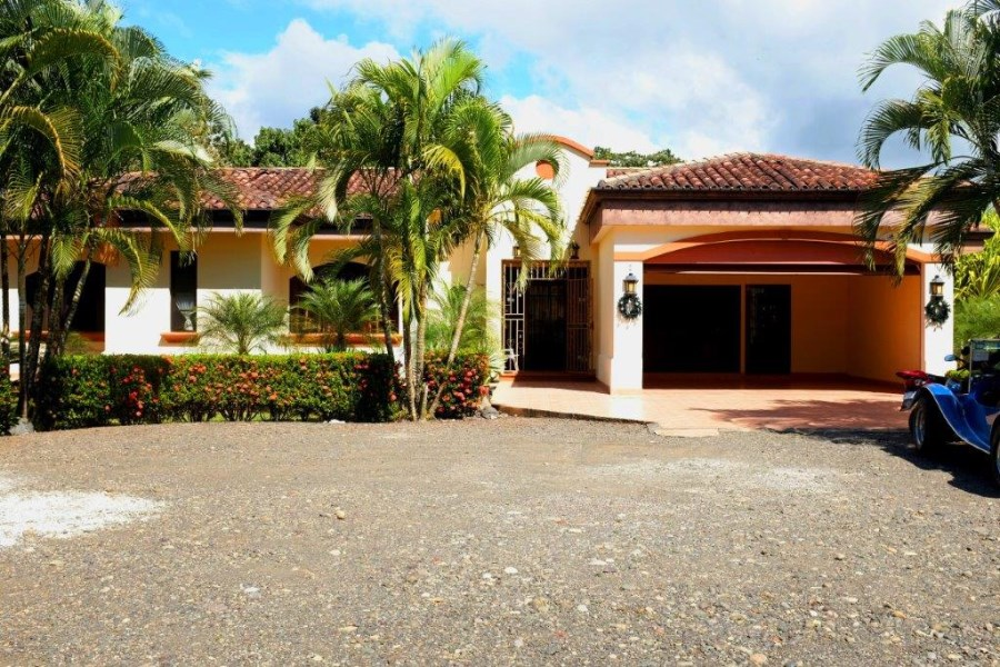 Remax real estate, Costa Rica, Puntarenas, Esterillos Este large lot with 3 Bedroom House
