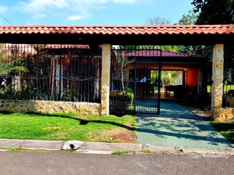 Remax real estate, Costa Rica, Herradura, Herradura 3 bedroom house large backyard