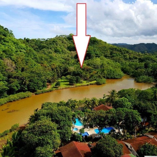 Remax real estate, Costa Rica, Puntarenas, Jaco Beach large river lot by the shore