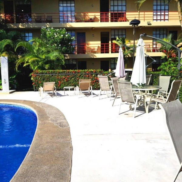 Remax real estate, Costa Rica, Puntarenas, Jaco Beach first floor large studio apartment