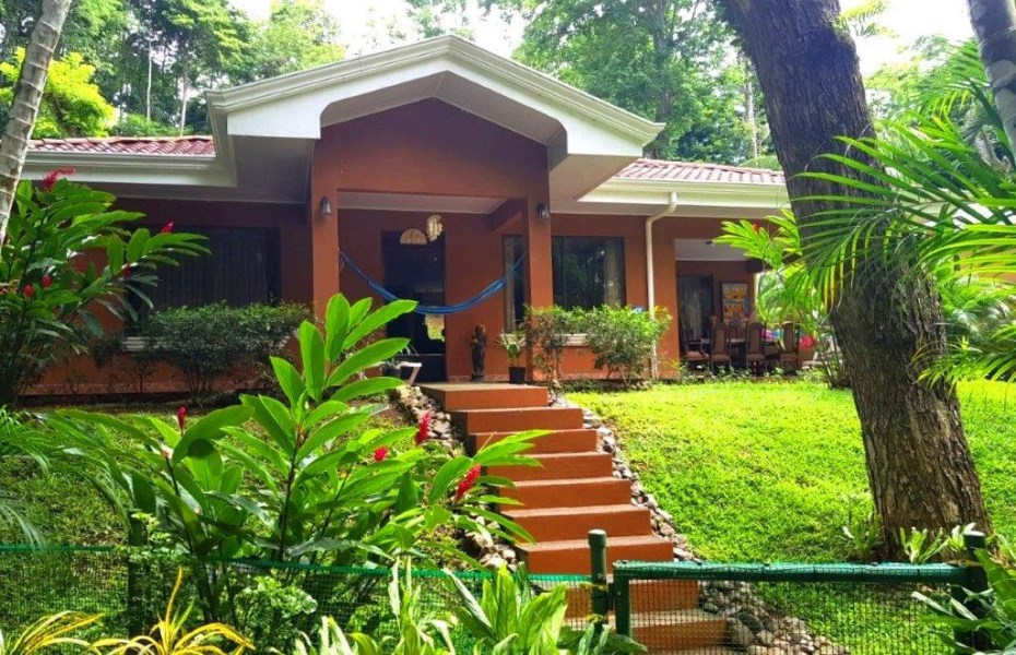 Remax real estate, Costa Rica, Puntarenas, Herradura very nice 3 bedroom house fully furnished