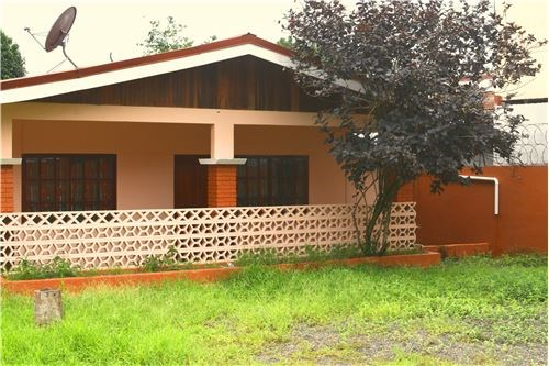 Remax real estate, Costa Rica, Puntarenas, House in corner lot downtown Jaco