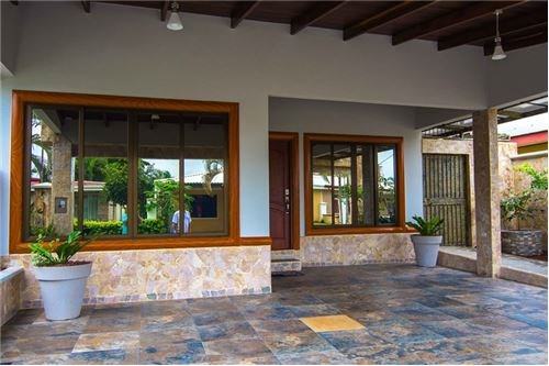 Remax real estate, Costa Rica, Jaco, New House close to the beach and down town