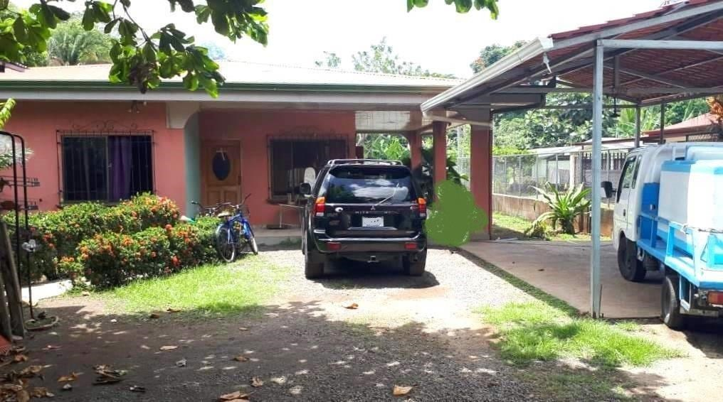 Remax real estate, Costa Rica, Puntarenas, Quebrada Ganado  one House two retails spaces on large lot
