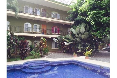 Remax real estate, Costa Rica, Jaco, House & 6 apartments with pool