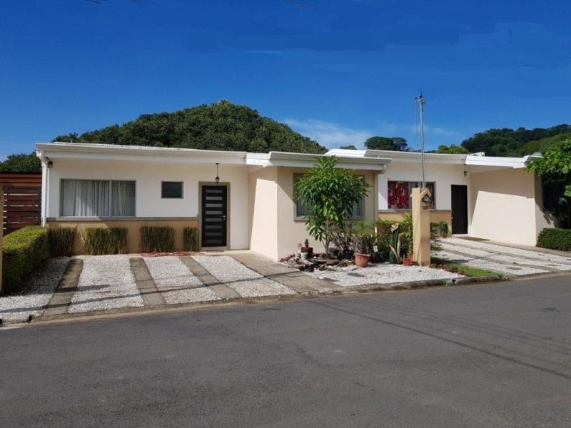 Remax real estate, Costa Rica, Herradura, Herradura Beach 3 bedroom renovated house with pool gated