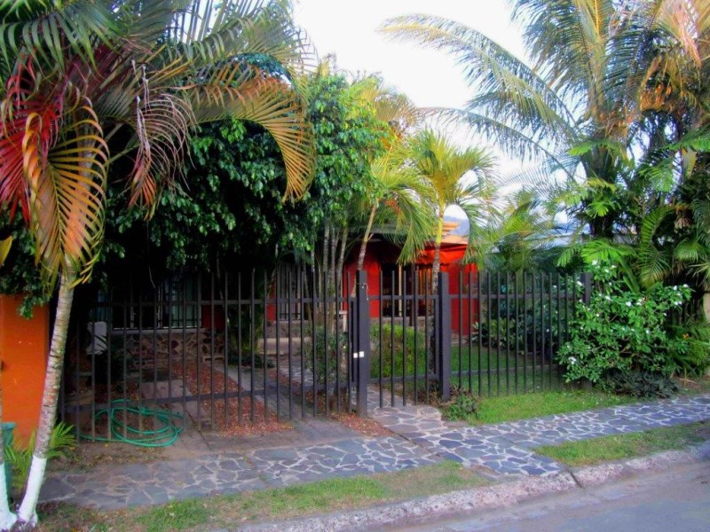 Remax real estate, Costa Rica, Jaco, Jaco Beach downtown 3 bedroom gated house