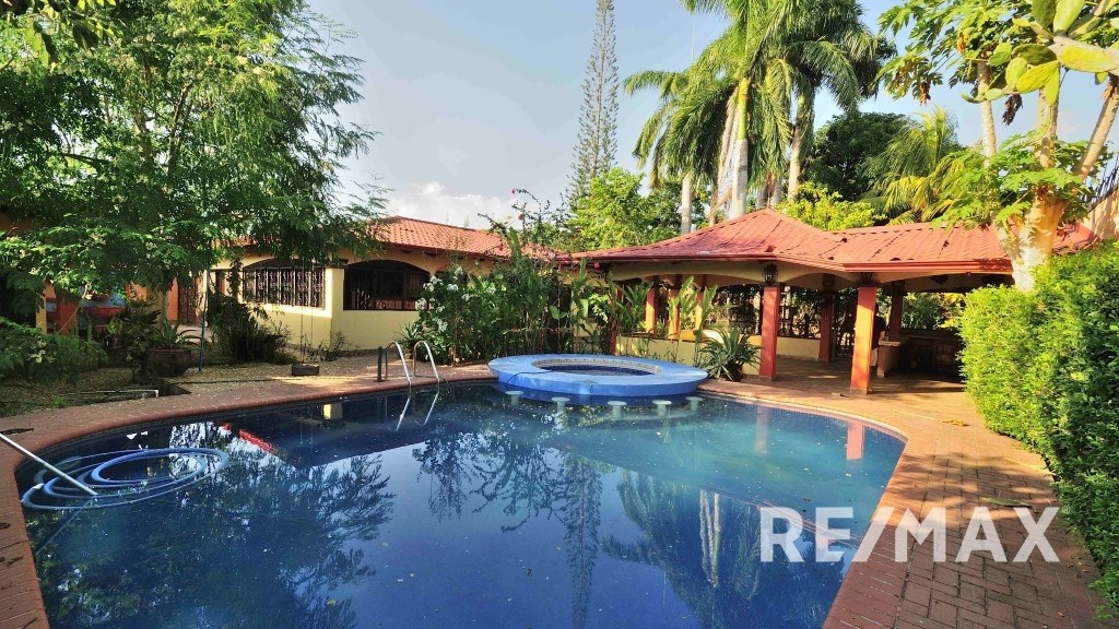 Remax real estate, Costa Rica, Jaco, Central Jaco Oasis House with guest apartment