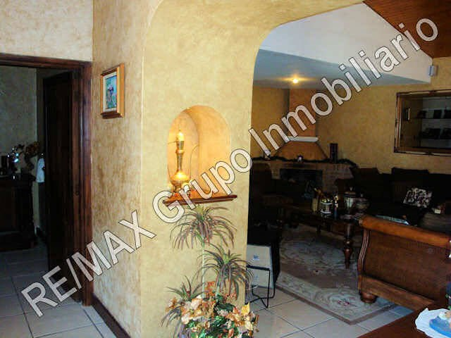 Remax real estate, Guatemala, Road to El Salvador,