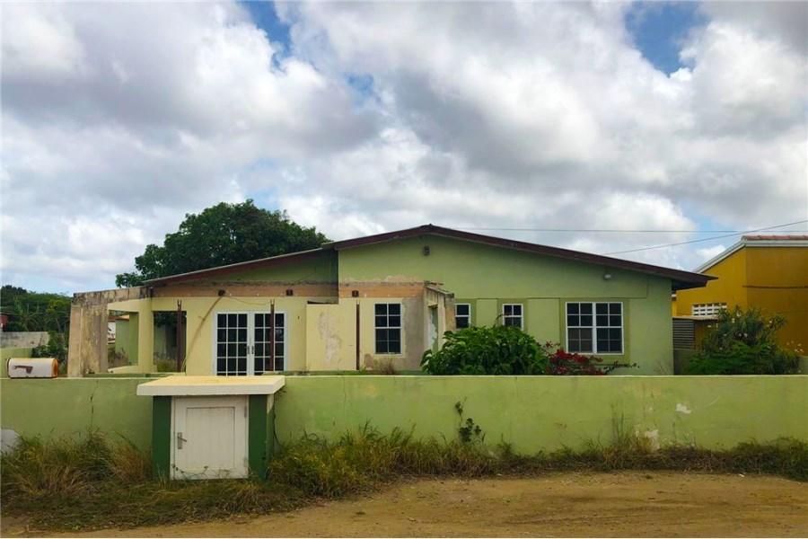 RE/MAX real estate, Bonaire, Kralendijk, FIXER UPPER Close to the Ocean!