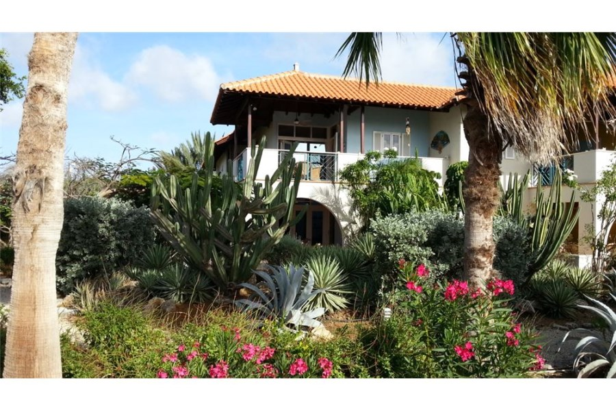 RE/MAX real estate, Bonaire, Belnem, Corner apartment at Windsock Resort