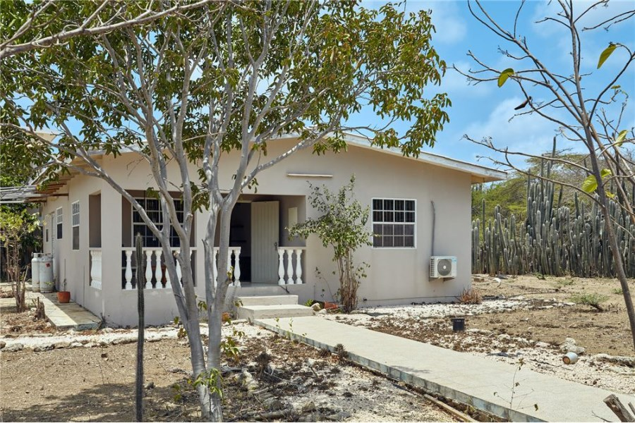 RE/MAX real estate, Bonaire, Noord Salina, Cozy family home