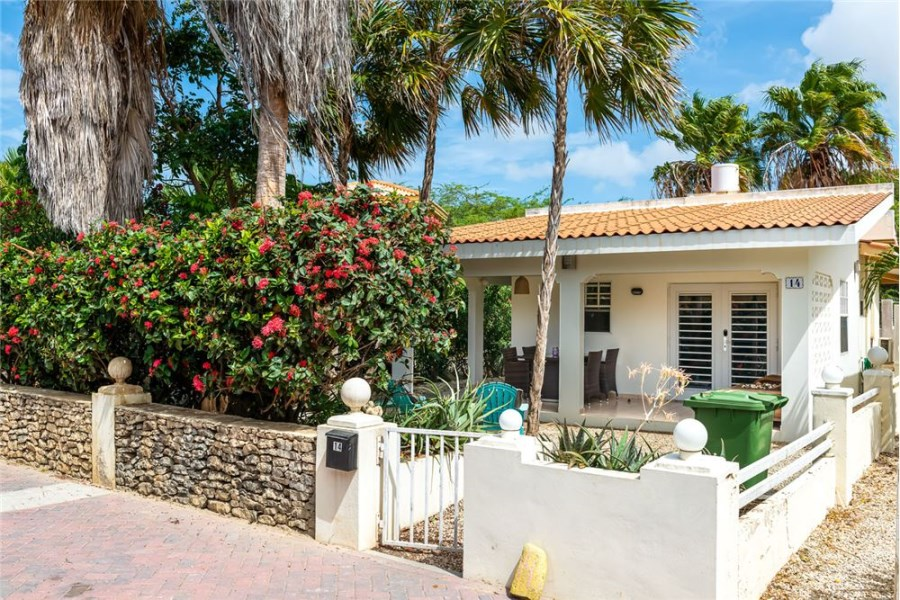 RE/MAX real estate, Bonaire, Kralendijk, Well Maintained Cozy Home with Communal Pool