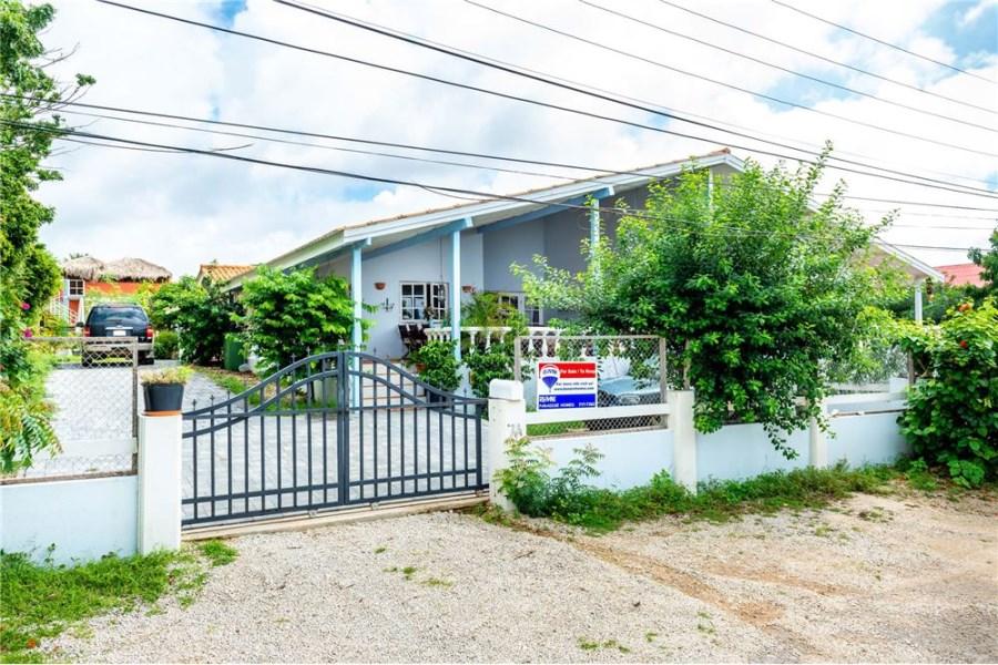 RE/MAX real estate, Bonaire, Santa Barbara Republiek, Private oasis in the hills!