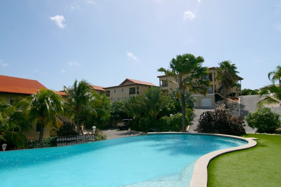 RE/MAX real estate, Curacao, Blue Bay, Blue Bay - 3 bedroom apartment for rent with great views in resort
