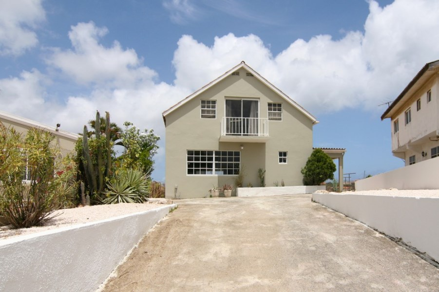 RE/MAX real estate, Curacao, Curasol, Curasol - Beautiful house with modern finishes in popular neighborhood