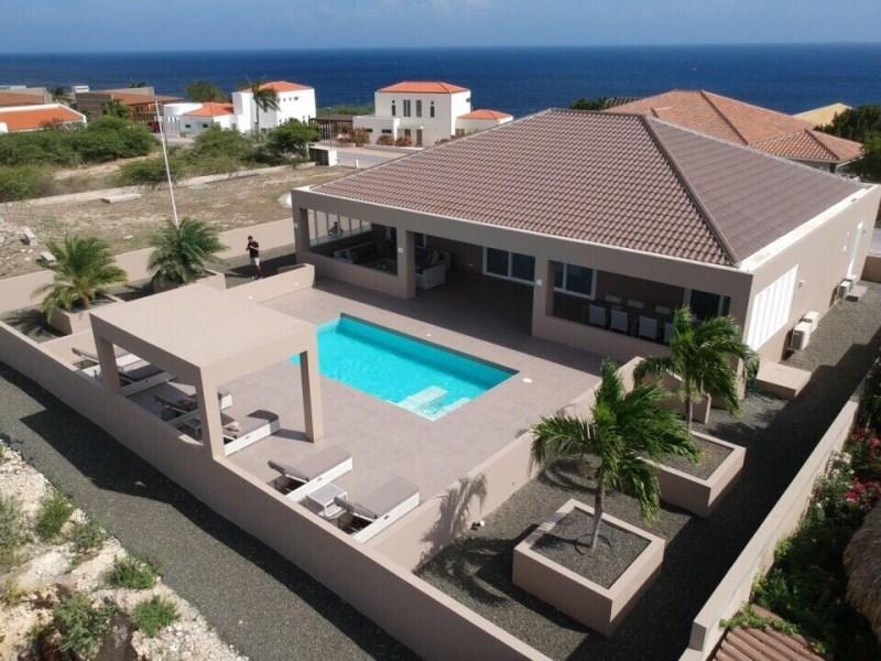 RE/MAX real estate, Curacao, Blue Bay Golf & Beach Resort, Blue Bay BB-33 - Modern villa on toplocation in golf resort