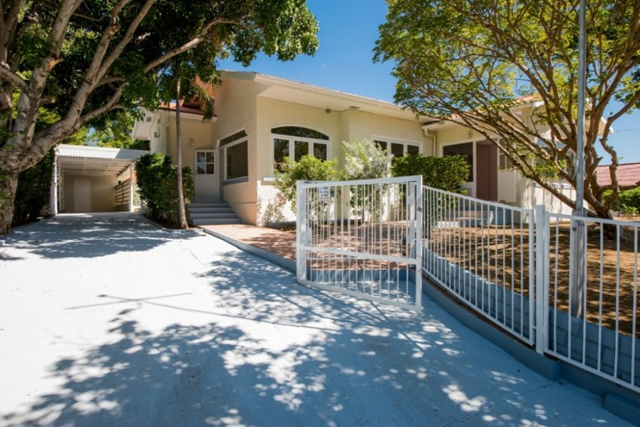 RE/MAX real estate, Curacao, Van Engelen, Van Engelen - Fully renovated spacious villa with pool and apartment