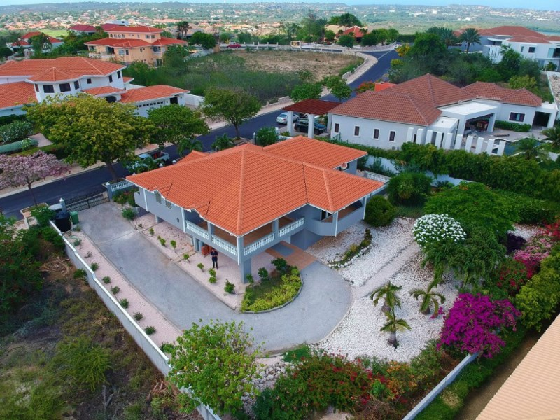 RE/MAX real estate, Curacao, Blue Bay Golf & Beach Resort, Blue Bay Resort BT 19: home for sale with sea view!