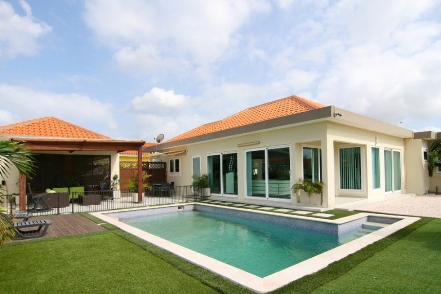 RE/MAX real estate, Curacao, Blue Bay Golf & Beach Resort, Blue Bay Resort BL78 - modern style villa with swimming pool