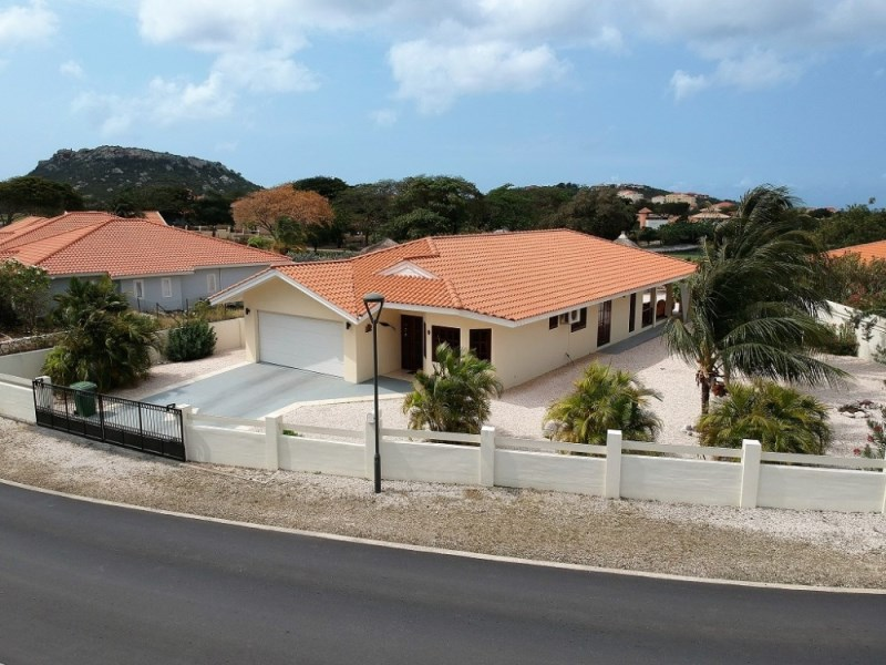 RE/MAX real estate, Curacao, Blue Bay Golf & Beach Resort, Blue Bay BL-04 - Stylish villa at the golf course
