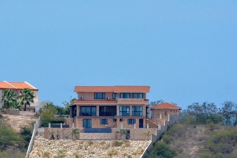 RE/MAX real estate, Curacao, Blue Bay,  Blue Bay Resort BT-57 - Luxurious villa with pool and great sea view