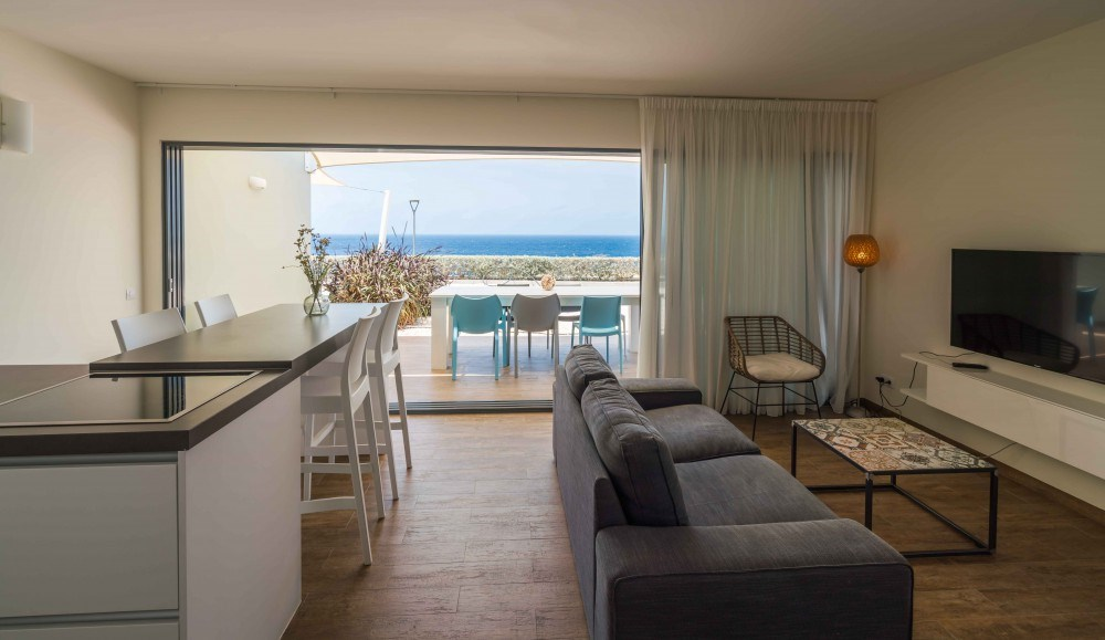RE/MAX real estate, Curacao, Blue Bay, Luxury,fully furnished,newly built apartments with an amazing sea view
