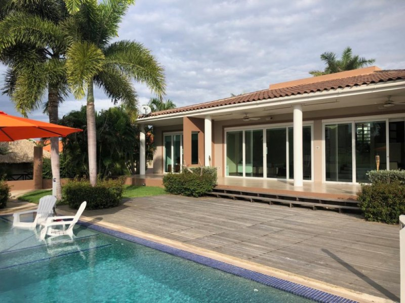 RE/MAX real estate, Curacao, Blue Bay Golf & Beach Resort, Blue Bay BK-3 Luxurious golf front 5 bedroom villa - amazing view!